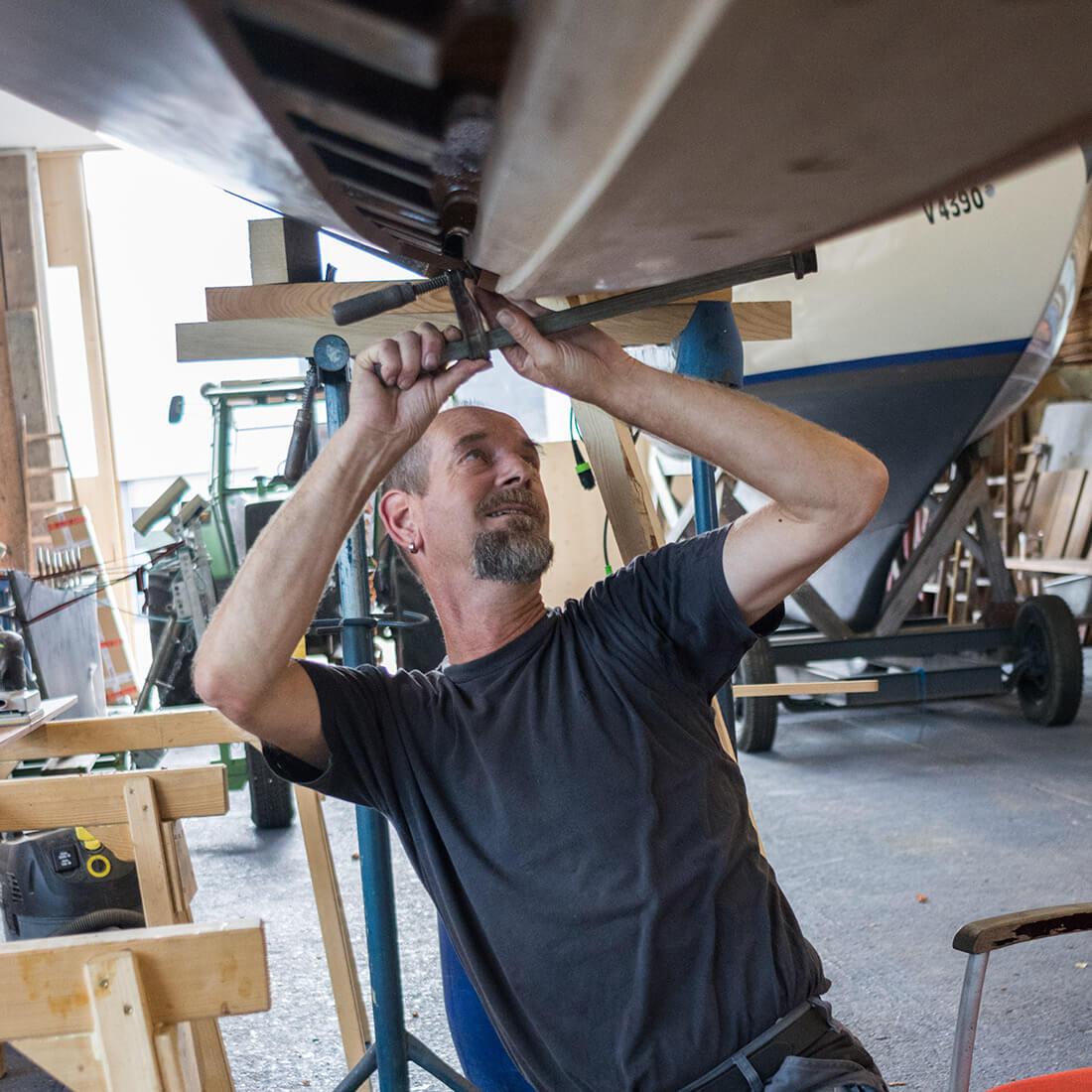 Reparaturarbeiten am Boot